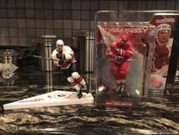 MCFARLANE NHL Detroit Red Wings Steve Yzerman Series 1 & Loo