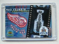 Red Wings Steve Yzerman signed Stanley Card - UDA